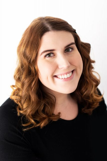 Stephanie Arnett headshot