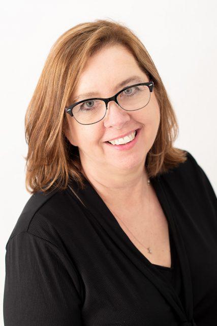 Tina Groves headshot